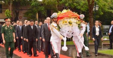 Đồng chí Nguyễn Thiện Nhân tiếp tục chuyến thăm và làm việc tại Campuchia