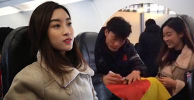 Hoa hậu Mỹ Linh xin chữ ký thủ môn Tiến Dũng ở sân bay Thường Châu