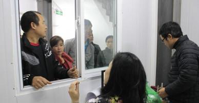 Trời lạnh khắc nghiệt, người nhà bệnh nhân chen chân ở nhà lưu trú bệnh viện