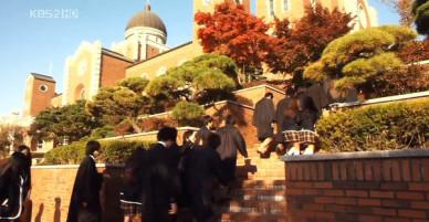 Bối cảnh ruột của các nhà làm phim Hàn Quốc: Có một cái trường đại học mà tới hơn 100 bộ phim từng quay tại đây!