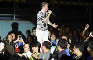 Đàm Vĩnh Hưng mời 1.000 người nghèo đến nghe anh hát