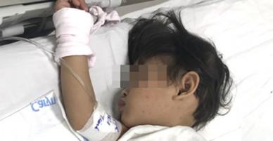 Bé gái 3 tuổi bị mẹ cho uống thuốc diệt cỏ để cùng chết