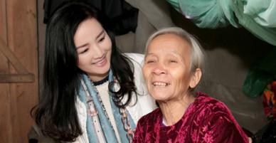 Hoa hậu Giáng My về quê cầu thủ Hà Đức Chinh làm từ thiện