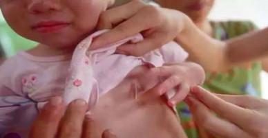Phát hiện con 3 tuổi chảy máu vùng kín, cứ ngỡ con bị xâm hại nhưng lời bác sĩ nói khiến người mẹ ngỡ ngàng
