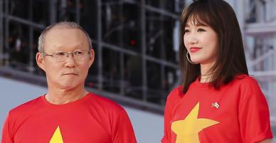 Hari Won làm phiên dịch cho huấn luyện viên Park Hang-seo ở TP HCM