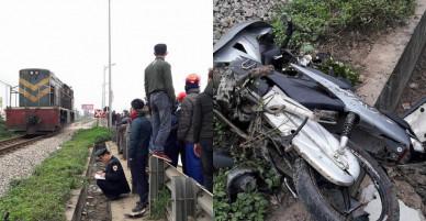 Tàu hỏa tông xe máy văng xa 20m, 2 người thương vong