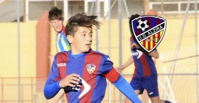 Cầu thủ tuổi teen qua đời trên sân bóng vì trụy tim