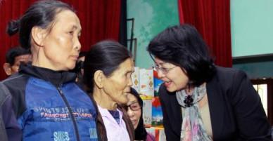 Phó Chủ tịch nước chúc tết, tặng quà gia đình chính sách tại Thái Bình