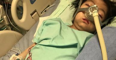 """Chuẩn bị phẫu thuật, khối u bất ngờ vỡ ra khiến tính mạng của cô bé 9 tuổi """"ngàn cân treo sợi tóc"""""""