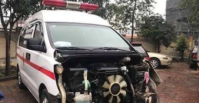 Tài xế xe cứu thương tăng ga bỏ chạy sau tai nạn giao thông