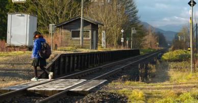 Không chỉ ở Nhật Bản, có 1 chuyến tàu chạy xuyên miền hẻo lánh nước Nga chỉ để đưa đón nữ sinh 14 tuổi tới trường