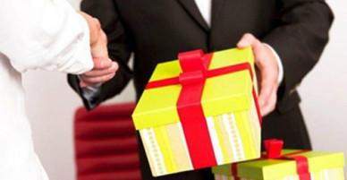 Cục chống tham nhũng nhận nhiều cuộc gọi về quà Tết trái quy định