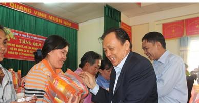 Công ty Yến sào Khánh Hòa tặng gần 500 suất quà Tết cho người nghèo, đối tượng xã hội