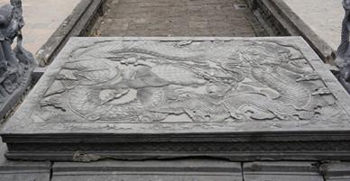 Cặp bảo vật long sàng đá ở đền thờ vua Đinh Tiên Hoàng