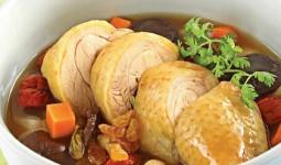 Thịt gà không chỉ là món ăn quen thuộc trong bàn tiệc ngày Tết mà còn có tác dụng trị bách bệnh