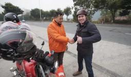 Phóng viên CNN đi xe máy điện cùng người Trung Quốc về quê ăn Tết