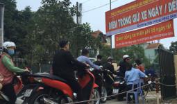 50 người trông xe miễn phí cho người dân đi lễ ở Hà Nội - VnExpress