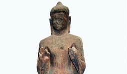 Tượng Phật gỗ 1.500 tuổi mắt nhắm mắt mở ở Sài Gòn