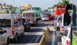 Người dân ùn ùn trở lại Sài Gòn, cầu Rạch Miễu kẹt xe nhiều giờ
