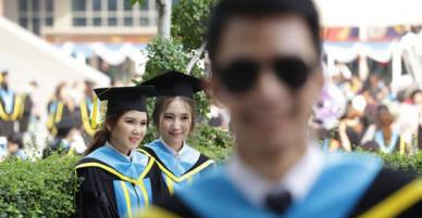 Nhờ bạn thân chụp bộ ảnh tốt nghiệp, anh chàng trở thành nam phụ mờ nhạt chỉ vì một lý do bất ngờ