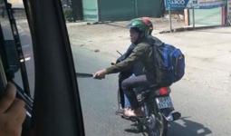 Hai thanh niên cầm mã tấu đuổi chém xe khách
