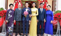 Mẹ chồng đại gia của người đẹp Phú Yên sắm Tết cho con dâu từ A đến Z