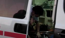 Xe khách lật khi qua khúc cua, 4 người bị thương - VnExpress