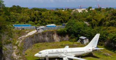 Chiếc máy bay màu trắng bí ẩn ở Bali