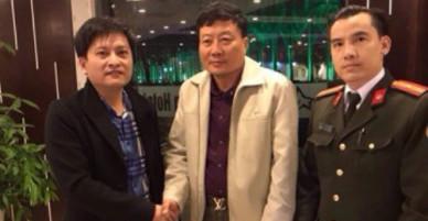 Bàn giao tài sản trị giá 23.000 USD bị bỏ quên cho Trung tướng Campuchia