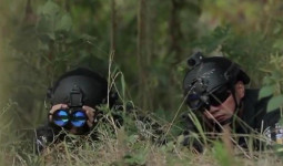 500 cảnh sát truy bắt kẻ sát nhân trốn trên núi