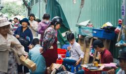 Chợ Lớn đóng cửa trùng tu, tiểu thương vật vã ở chợ tạm dưới cái nóng như chảo lửa ở Sài Gòn