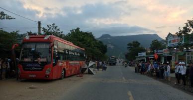 Xe khách tông 2 mẹ con bán hàng rong thương vong ở Quảng Nam