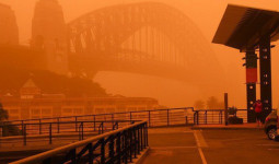 Cảnh tượng bão bụi dài 200km, nhuộm đỏ thị trấn nước Úc như trong phim viễn tưởng