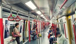 Khách Anh khen Hong Kong có tàu điện ngầm xịn hơn trời Tây