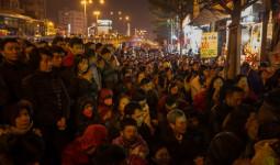 Cả nghìn người đứng, ngồi trong gió lạnh dự lễ dâng sao giải hạn