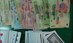Phó bí thư xã và nhiều cán bộ mất chức vì đánh bạc