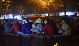 Tránh đông đúc, khách rủ nhau đi lễ chùa Hương, Bái Đính đêm