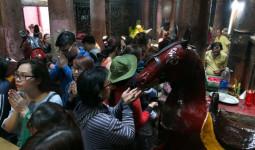 Chùm ảnh: Người dân đổ xô đến ngôi chùa lâu năm nhất Sài Gòn cúng vía Thần Tài