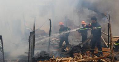 Cháy xưởng gỗ tại Bình Phước, ước thiệt hại khoảng 800 triệu đồng