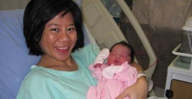 Mẹ Việt tại Canada sinh 3 con với chi phí 0 đồng