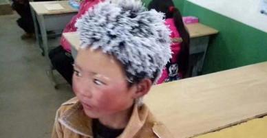 Cậu bé tóc đóng băng nổi tiếng Trung Quốc bị buộc thôi học chỉ sau một tuần đến trường mới