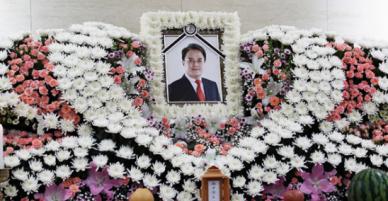 Gia đình tiễn đưa Jo Min Ki trong đau xót tại tang lễ