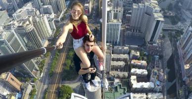 Cặp đôi khiến nhiều người yếu tim rụng rời vì sở thích chụp ảnh selfie trên các tòa nhà cao tầng