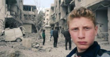 Bất chấp mưa bom bão đạn, cậu bé 15 tuổi lao ra chiến trường, quay phim cho cả thế giới thấy nỗi đau của trẻ em Syria