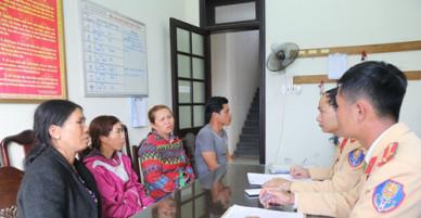 Huế bắt giữ 4 thuyền khai thác cát trên sông Hương