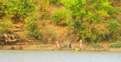 Vụ 3 học sinh mất tích trên sông Ba: Đã tìm thấy thi thể 2 nam sinh