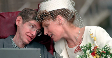 Câu chuyện tình hợp - tan, tan - hợp đầy cảm động giữa nhà vật lý học thiên tài Stephen Hawking và người vợ Jane Wilde