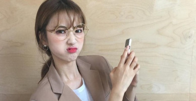 Cô gái đùng đùng nổi giận với bạn trai ngoại quốc vì lúc nào đi ăn anh cũng giành trả tiền