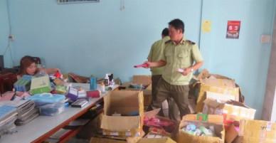 Vĩnh Long: Tạm giữ hàng ngàn chai mỹ phẩm không rõ nguồn gốc