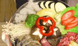 Thánh ăn vụng Tiểu Dã trổ tài nấu lẩu Nhật với lò sưởi điện